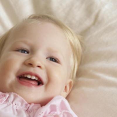 بالصور اطفال يضحكون , احلى ابتسامة اطفال بالصور 388 2