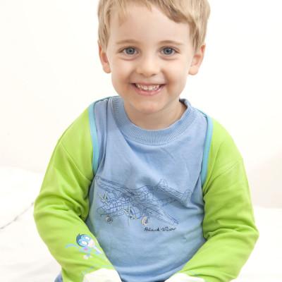 بالصور اطفال يضحكون , احلى ابتسامة اطفال بالصور 388 8