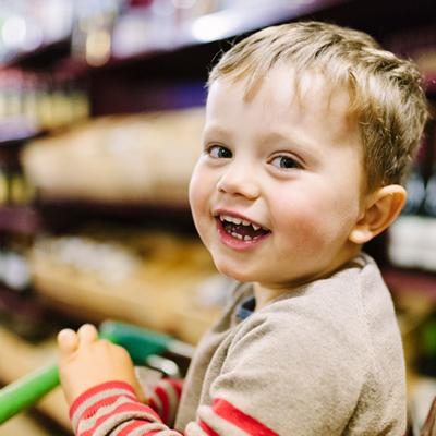بالصور اطفال يضحكون , احلى ابتسامة اطفال بالصور 388 9