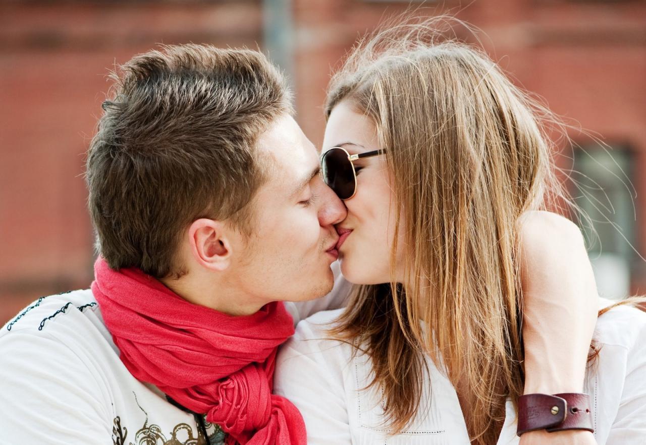 صورة بوس واحضان , قبلات واشواق حارة للاحباب
