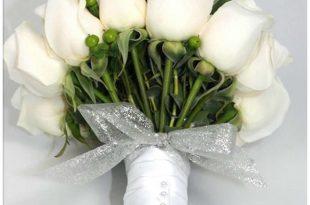 صورة بوكيه ورد ابيض , عروسة بتدوري على بوكيه عشان ليلة العرس